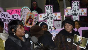Grieving mothers gather at a vigil co-sponsored by Mothers Against Police Brutality outside the Dept. of Justice. (Photo: Stephen D. Melkisethian/Creative Commons)