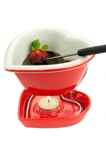You can enjoy this lightly spiced chocolate fondue without an ounce of guilt. (Photo: Getty Images)