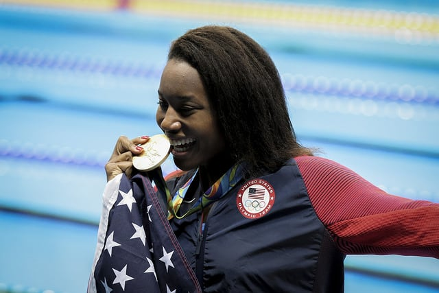 Simone Manuel is the first African-American woman to win an Olympic gold medal in swimming. (Photo: Danilo Borges/Creative Commons)
